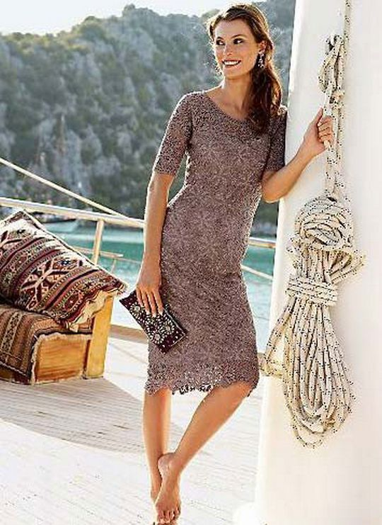 Easy crochet dress with motifs
