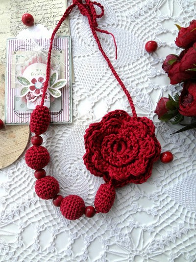 Crochet Flower Bead Necklace