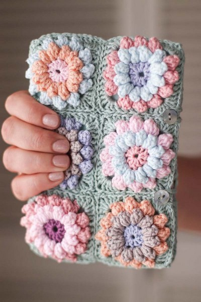 Flower Clutch Crochet Pattern